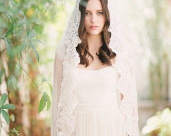 Swiss Dot Mantilla veil, wedding veil, polka dot veil, lace trim wedding veil - FREE SHIPPING*