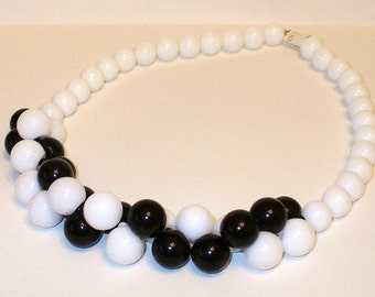 Vintage Black and White Mod Beaded Necklace DEADSTOCK