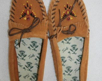 Moccasins Vintage TAOS Natural Leather Decorated & Beaded Moccasins Boots Shoes size 6 New in Original box