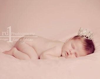 Mini Crown. Baby Crown. Baby Tiara. Mini Tiara. Newborn crown. Newborn tiara. Crystal crown. Newborn photo prop. baby showergift