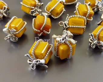 2 mustard yellow wrapped present gift glass charms for jewelry making / glass beads charms 5096R-MU (bright silver, mustard, 2 pieces)
