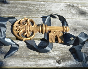Vintage Golden Key Wall Hanging