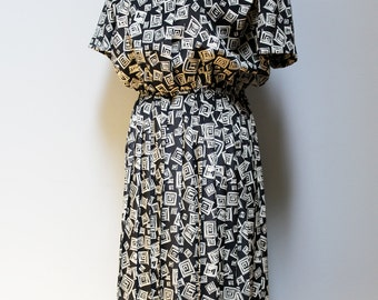 SALE vintage 80s black and white cream print dress / abstract design, short sleeves, midi dress, office dress