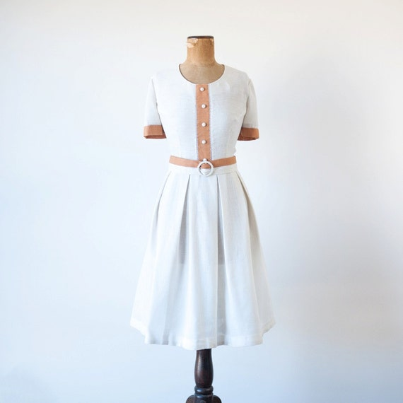 Vintage 1960s dress / cream brown linen / 60s pleated day dress belt Travelon / L