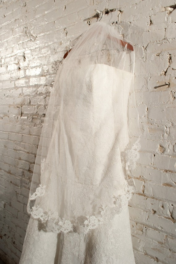 Wedding Veil - Fingertip with Alencon Lace and Piping - made to order