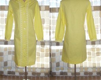 Vintage 60s Dress   1960s MOD Yellow Shift Dress   Long Sleeves   Smock Dolly Dress   White Eyelet Lace Trim   Size 12 L/XL