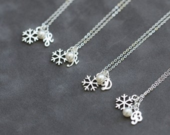 Bridesmaid Jewelry Set of 5, Winter Wedding Snowflake Necklace, Pearl Snowflake Jewelry, Sterling Silver Initial Necklace