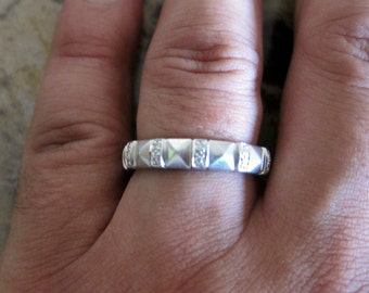 14K white Gold unisex Diamond Band