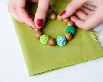 Green Wooden Teething / Mommy Bracelet - oak wood