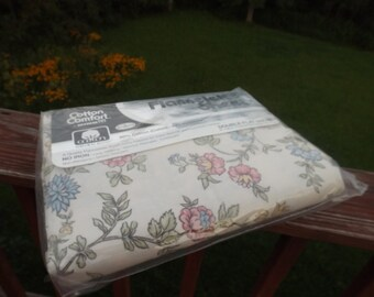"""Sale dorm 54""""x75"""" double(full) fitted sheet:Vintage new flannelette ,60 cotton, floral.Original pack full sheet.Home decor. New old stock"""
