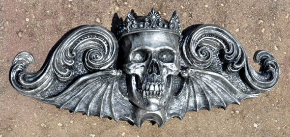King Moriendi Wall Plaque, Pewter Finish
