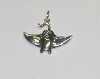 Manta Ray 2 pendant in Sterling Silver