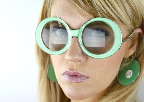 Vintage 60's Kelly Green Oversized Round Earring Sunglasses