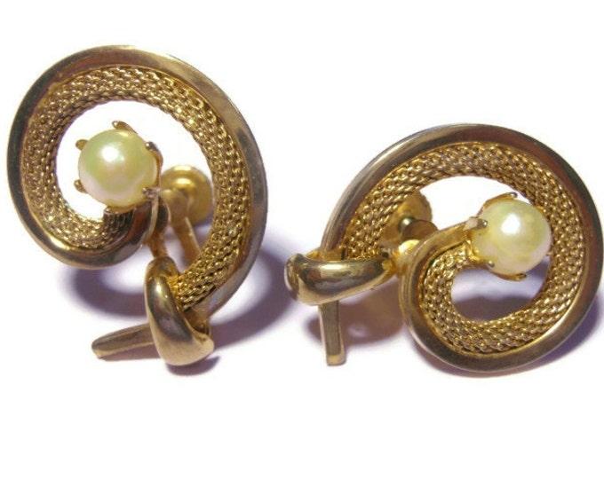 FREE SHIPPING Mesh swirl earrings, gold tone earrings encasing a faux pearl signed Star, screw back.
