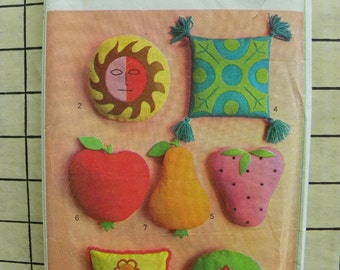 Perfectly darling pillow patterns set of 7 Simplicity 6818 1960s