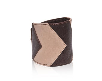 CHEVRON. Leather bracelt / womens leather bracelet / arm cuff / cuff bracelet / arm bracelet. Available in different leather colors.