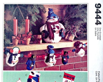 Frosty Friends Snowmen Christmas Decor Ornaments Garland Centerpiece mittens stockings McCall's Crafts 9444