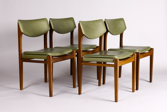 Mid Century Modern Dining Chairs Sit Nicely With This Dining – Green Leather Dining Chairs
