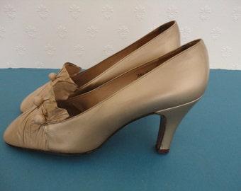 Vintage Designer Gina Ispirazione Italiana Gold Leather Shoes - 1960s - UK Sz 5.5B US 8 Eur 38.5 - Slim Fit