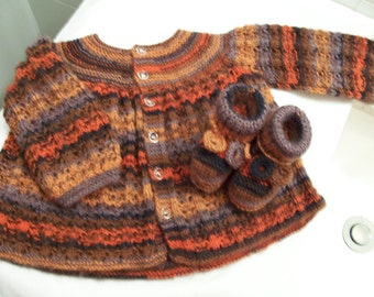 Knitted autumn/fall shades yarn baby jacket/sweater/jersey and booties set -  knitted baby set - baby shower gift - knitted baby booties