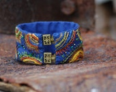 Blue Cotton bracelet with colorful freehand embroidery (17 x 3 cm)