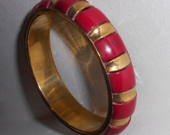 Vintage Bangle bracelet in brass and acrylic wood look, 1960s vintage Indie jewelry