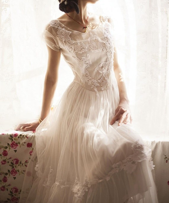 Stunning Sheer Neckline Wedding Dress With Invisible Mesh