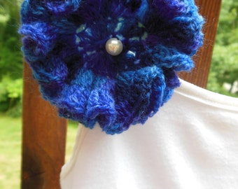 Women Pin/Brooch Hand Crocheted Flower with Pearl
