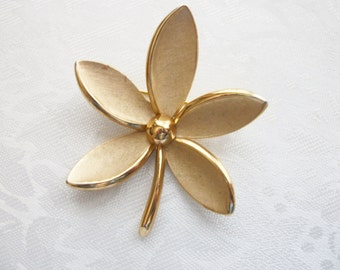 Vintage Brushed Gold Tone Five Leaf Brooch Pin Crown Trifari Figural Women Designer Wife Friend Collectible