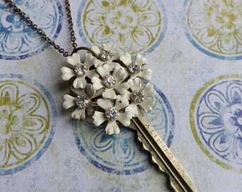 "Vintage Key Necklace ""Blossom"" - White Flower"