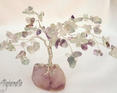 Lavender Tree. Feng shui Fluorite Gemstone Gem tree. Fluorite gemstone, Plated Silver wire and Amethyst Rough Gemstone. - Artigianata