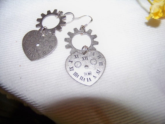 Earrings - Steampunk Gears & Heartclock