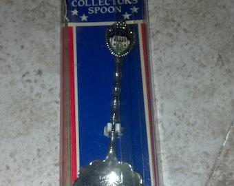 REDUCED PRICE Collectible Williamsburg Virginia Spoon 1980s Vintage Sounvenir