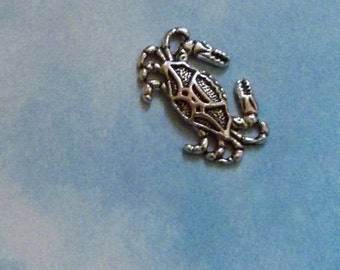 10 crab charms, silver tone, 20mm