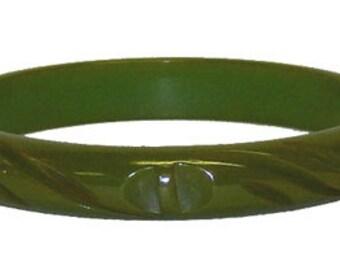 Vintage 1940s Green Carved Bakelite Bangle Bracelet