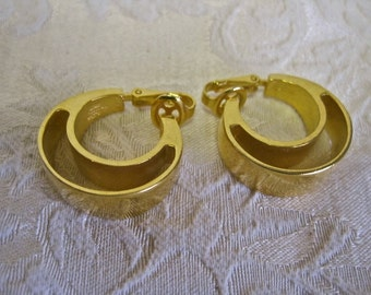Hoop Earrings MODERNIST Signed Trifari Vintage 70s STUNNING Gold Tone Bold Wide On Trend Runway Statement Clip On
