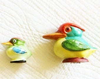 Vintage Cottage Home Persimmon and Saffron Yellow Pelican Salt and Pepper Shakers, 1940s Vintage, Olives and Doves