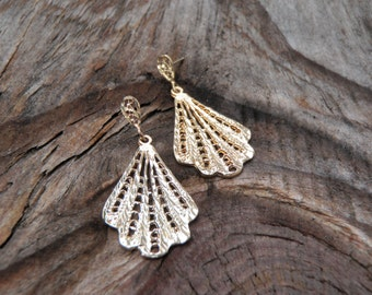 Solid 14K Yellow Gold Filigree Hanging Earrings Pierced Ears Post Dangle Fan Flower Lace Design Dangles Cute Unique Fun Gift Light Weight