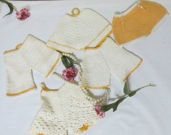 Potholders Crocheted Bloomers Set of 5 Gold & White