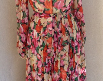 Sale Vintage chiffon floral dreamy dress  mid calf length fitted waist by Robert Courtney Sz 14