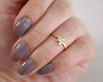 tiny bee midi ring . bumble bee ring . honey bee ring . tiny bee ring . honeybee ring . silver bee ring . knuckle ring // 4BUMB