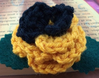 Crocheted Rose Bar Pin - Yellow and Black (SWG-PS-HWHU01)