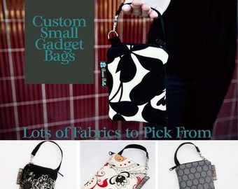 ON SALE Cell Phone Bag Small Crossbody Bag iPhone Shoulder Purse Cross Body Purse - Short Zip Cell Phone Bag - Fast Shipping
