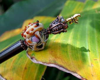 Lickety Split Dragonfly Lick Puddle Jumping Ball Hugging Frog Beaded Wood Hair Stick Shawl Pin (Black)