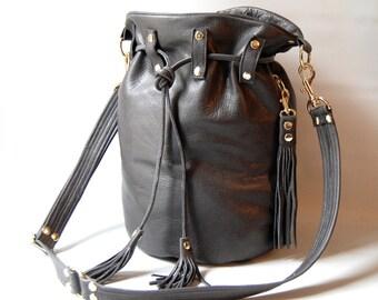 Medium leather bucket bag No. 006 - graphite grey