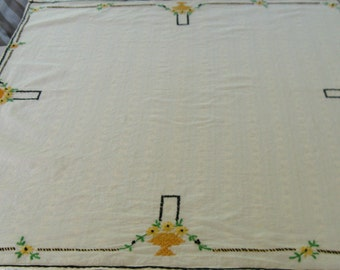 art deco tablecloth . art deco embroidery . Ecru Embroidered Art Deco Table Topper . Art Deco Tablecloth