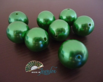 20mm Round CHRISTMAS GREEN Pearl Acrylic Beads - 8x