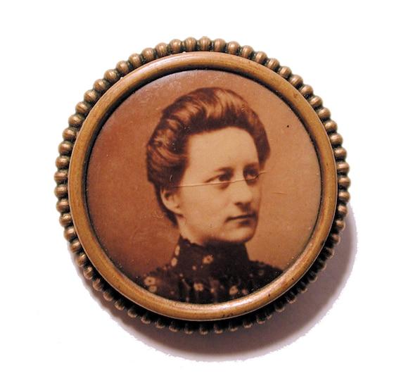 Victorian Photo Brooch Lady Portrait Memento Pin