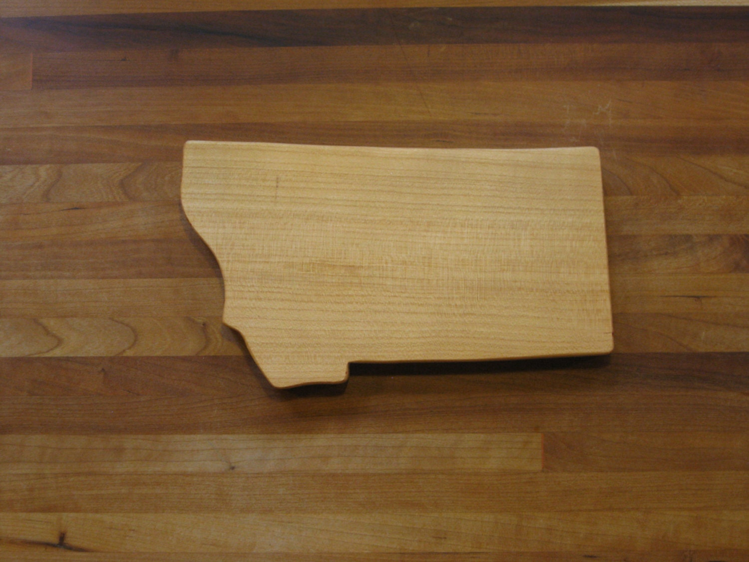 state shaped cutting board montana cherry. Black Bedroom Furniture Sets. Home Design Ideas