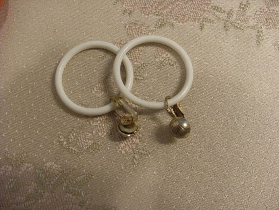 white plastic hoop earrings white plastic hoops with goldtone clip on by mywisteriacottage 7192